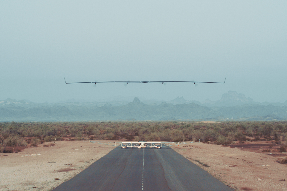 Solar drone of Facebook to provide access to the Internet, successfully flying