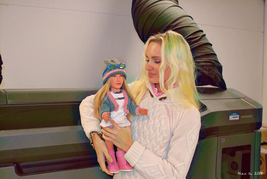 Alex Soviet's visita la fabrica de Mariquita Pérez y conoce LookReal 3D